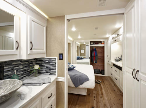 Majestic bathroom and bedroom